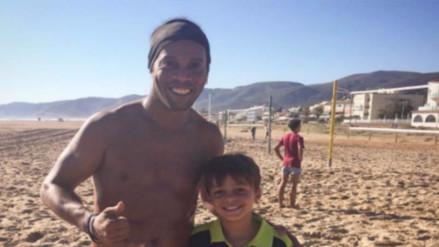 Ronaldinho se fue a la playa y dejó plantado al Barcelona