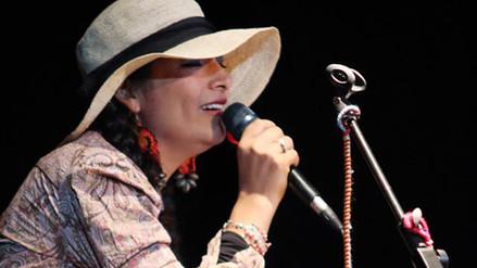 Magaly Solier sube al escenario con 'Coca Quintucha'