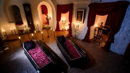 Abrirán el castillo de Drácula para que dos personas duerman en Halloween