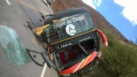 Tres muertos y 14 heridos deja accidente de bus en Jaén