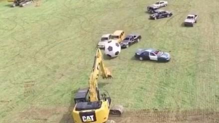 Autos se convierten en jugadores para un partido de fútbol