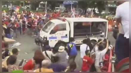 Policía de Filipinas atropella a manifestantes durante protesta en embajada de EE.UU.