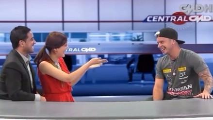 Piloto Mario Hart coqueteó con una periodista en vivo