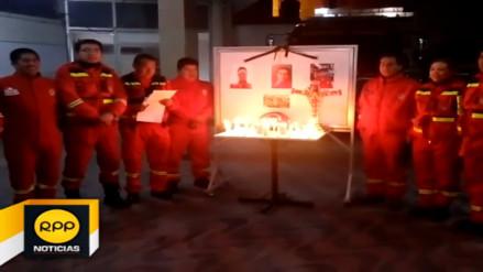 Huancayo: bomberos realizan vigilia en homenaje a colegas caídos en Lima