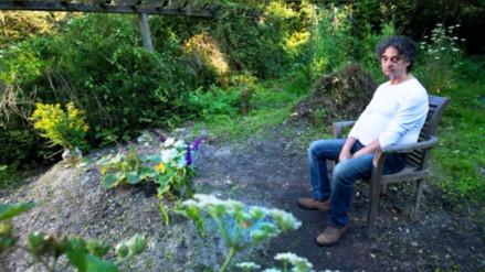 Un hombre enterró dos veces a su esposa en el jardín de su casa