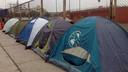 Fans continúan acampando para concierto de Guns N' Roses
