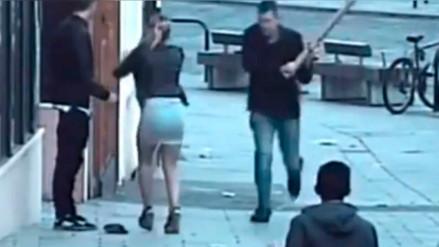Una pareja de turistas fue atacada con un palo solo por hablar español