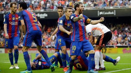 Messi se enfrentó a los hinchas del Valencia tras agresión a Neymar y Suárez