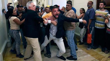 Los chavistas sembraron el caos en el Parlamento de Venezuela