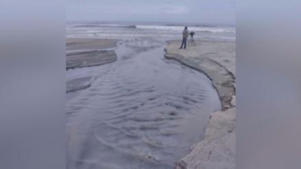 Desagüe desemboca en Playa Arica hace más de un mes