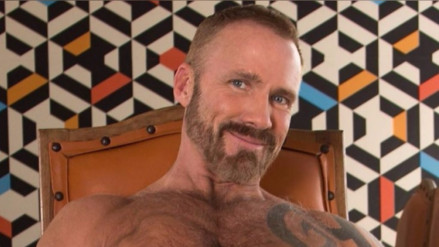 Un reportero se cansó del sensacionalismo en TV y ahora es actor porno