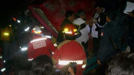 Dos muertos y un herido dejó despiste y vuelco de camión