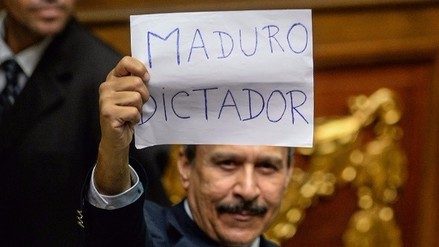El Parlamento venezolano declaró la ruptura del orden constitucional