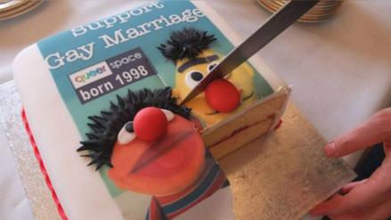 Condenan a un pastelero por negarse a hacer una torta con un lema gay