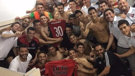 El festejo de Advíncula y el plantel de Newell's tras ganar el Clásico de Rosario