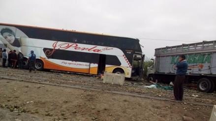 Barranca: Un ómnibus, tres camiones y un tráiler se chocaron en la Panamericana Norte