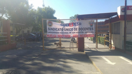 Docentes de la UNSA iniciaron huelga indefinida