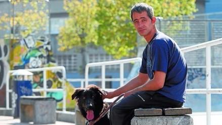 Real Sociedad contrató a un 'sin techo' que dormía con su perro afuera de Anoeta
