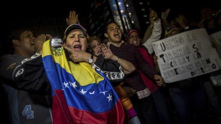 Venezolanos protestaron frente a la embajada de su país en Lima