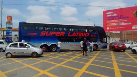 Bus de Super Latino sufrió desperfecto y quedó varado en Chiclayo