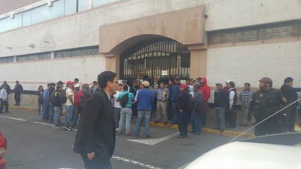 Trabajadores de Construcción Civil protestan en municipio de Arequipa