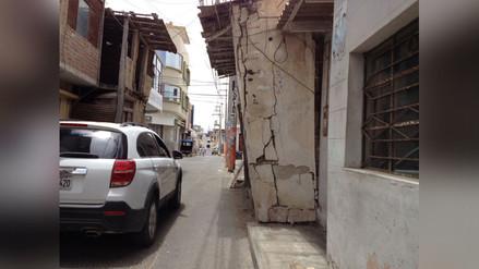 Casa a punto de colapsar es un peligro para los peatones en Sechura
