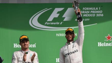 Lewis Hamilton ganó el GP de México y sigue en carrera por el título de F1
