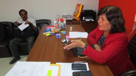 Directora de Ugel Lambayeque gestiona fumigación de escuela de Corral de Piedra