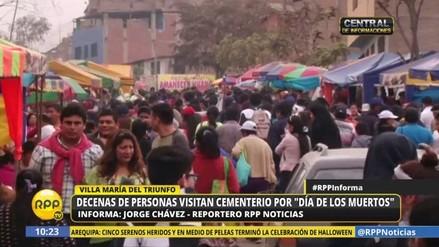 Miles de limeños acuden a los cementerios aprovechando el feriado