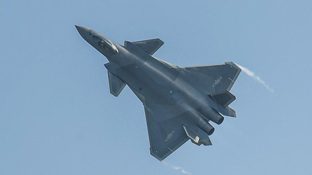 China presenta el J-20, su caza furtivo más avanzado