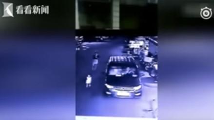 YouTube: una niña muere atropellada mientras su madre revisaba su celular