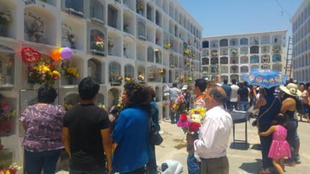 Miles de personas visitan cementerios de Lambayeque en el Día de Todos los Santos