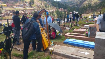 Cusqueños visitaron a seres queridos en día de Todos los Santos