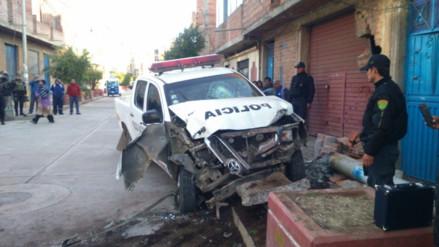 Patrullero se empotró contra vivienda y derribó poste en Puno