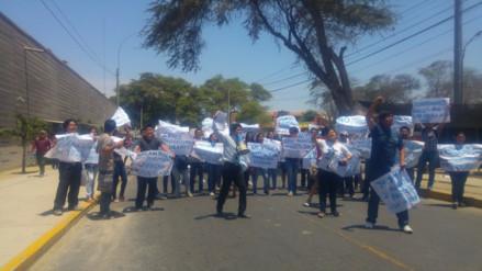 Universitarios de Piura realizan plantón y olla común exigiendo reinicio de clases