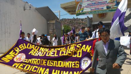 Estudiantes de Medicina de la UNSAAC protestan contra sus autoridades