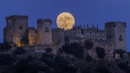 La Superluna ya se ve en varios países del mundo