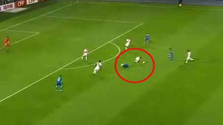 Aldo Corzo evitó con la cara una ocasión de gol de Gabriel Jesús