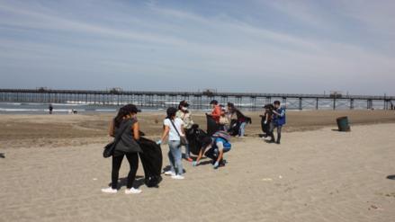 Realizan jornada de limpieza en la playa de Pimentel