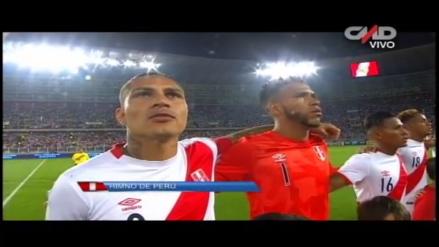 Hinchas cantaron el himno del Perú y sacudieron el Estadio Nacional