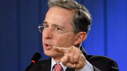 Álvaro Uribe pidió tiempo para examinar el nuevo acuerdo con las FARC