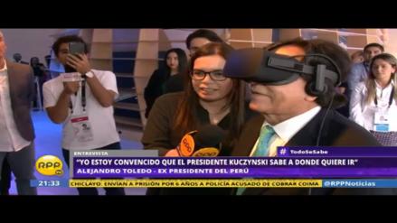 Alejandro Toledo probó el Oculus de realidad virtual de Facebook