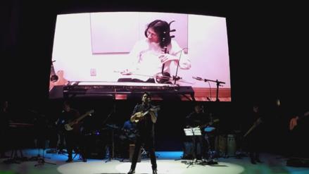 Lucho Quequezana realiza show 2.0 en la gala del APEC