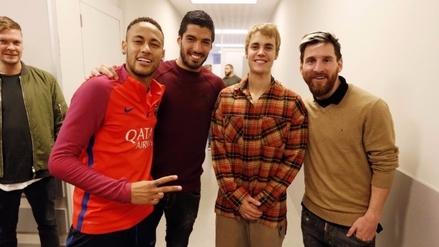 Justin Bieber visitó a los jugadores del Barcelona y retó a Neymar y Rafinha