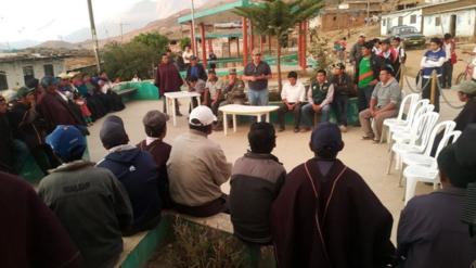 Piden agua y alimentos para los comuneros que luchan contra el fuego