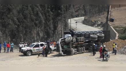 Otuzco: camión vuelca y mata a obrero