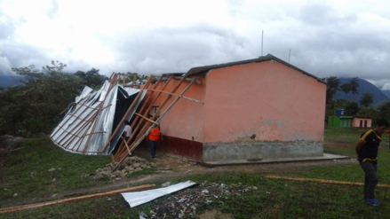 Colegio y viviendas se quedan sin techos por fuertes vientos