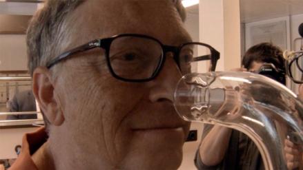 Bill Gates ahora lucha contra los malos olores en los baños