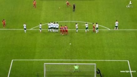 Sneijder anotó un golazo de tiro libre con un efecto imposible