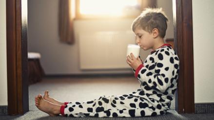 Los niños que beben leche entera son más delgados